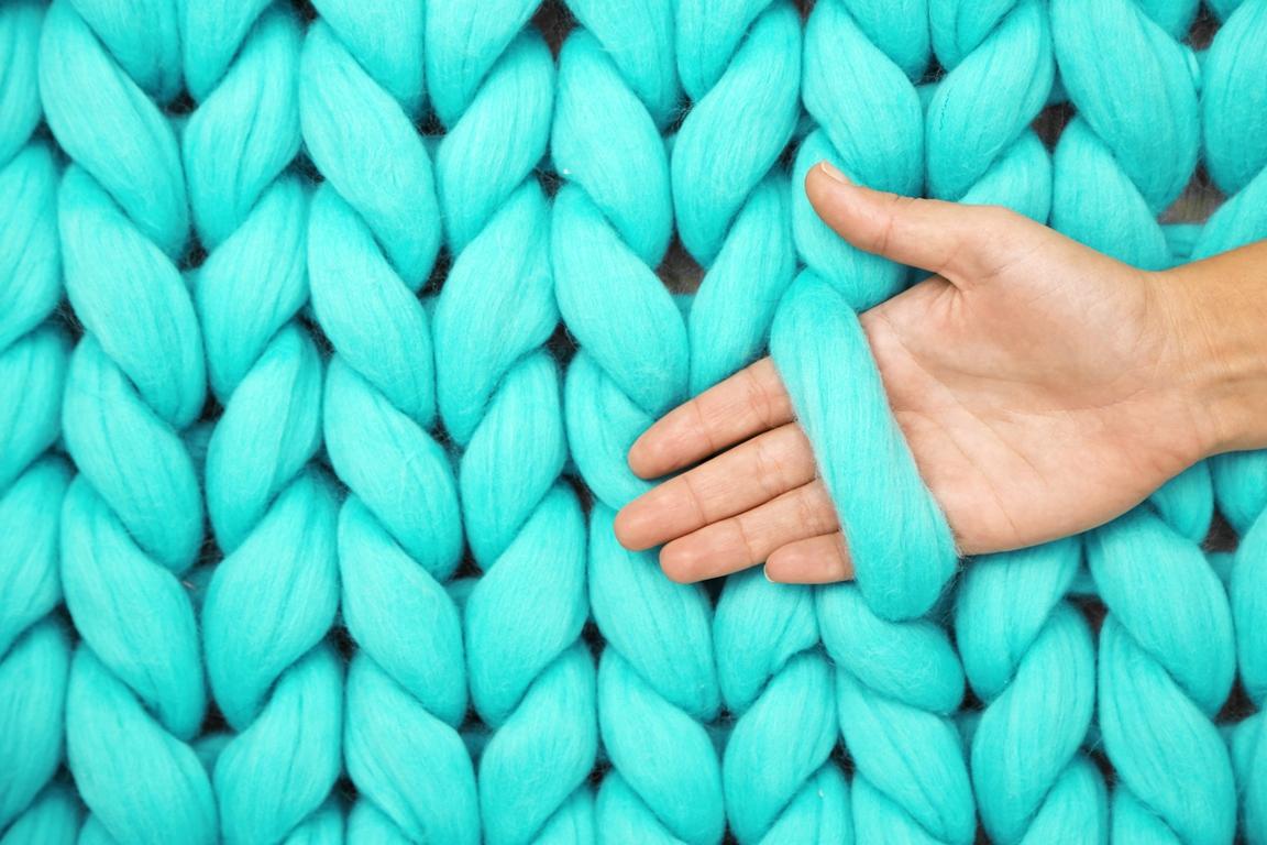 Как связать красивый и качественный плед крупной вязки?