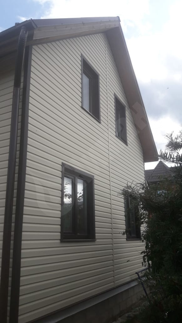 Несколько советов для обшивания сайдингом фасада дома
