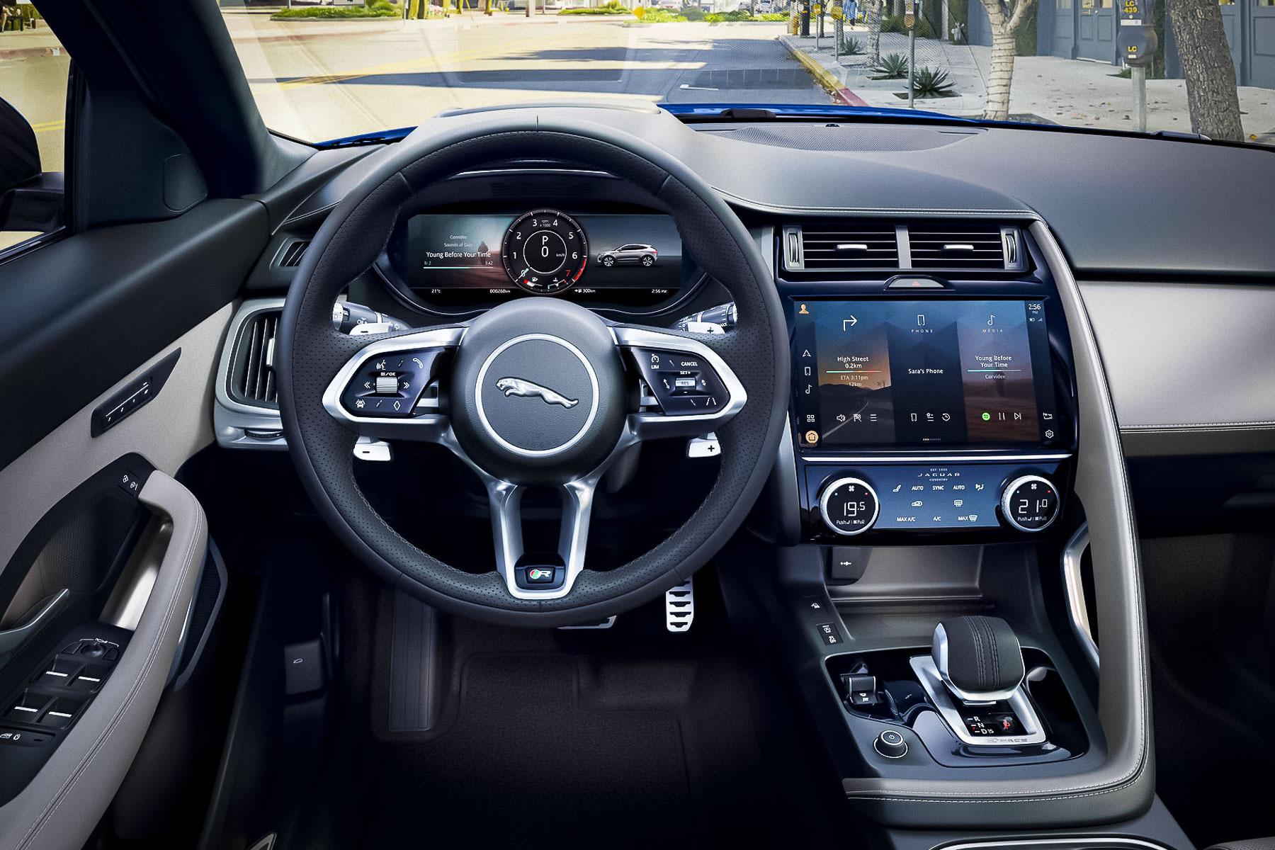 интерьер кроссовера Jaguar E-PACE 2020
