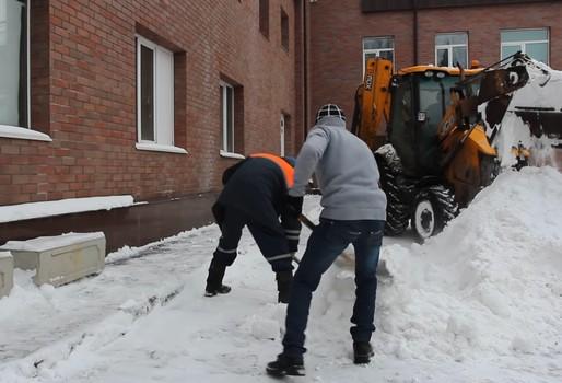 Механизированная уборка снега компании